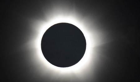 Gerhana Matahari Total di Palm Cove, Australia, pada 14 November 2012. - Getty Images