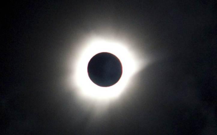 Gerhana Matahari Total 9 Maret 2016: Luwuk, Sulawesi Timur, Indonesia. Bulan menutupi Matahari full. - AFP/Getty Images