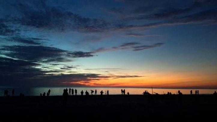 Gerhana Matahari Total 9 Maret 2016: Kepulauan Bangka Belitung, Indonesia. Pukul 05:36 langit pantai Serdang diselimuti semburat merah dan awan menggantung. - PoppyFitrisia/Twitter